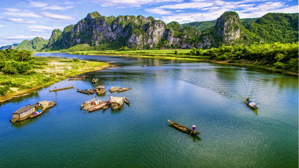 Prominent YouTubers to vlog about Vietnam's Kingdom of Caves