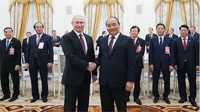 PM Nguyen Xuan Phuc meets President V. Putin