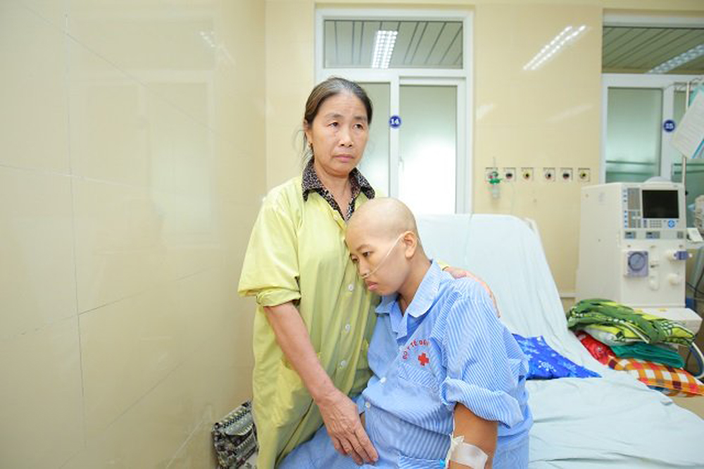 Touching C-section, pregnant woman, terminal cancer, breast cancer, sitting position, emergency physicians, Do Binh An