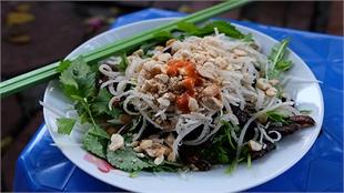 Beef jerky salad and spring rolls: another Hanoi sidewalk treat