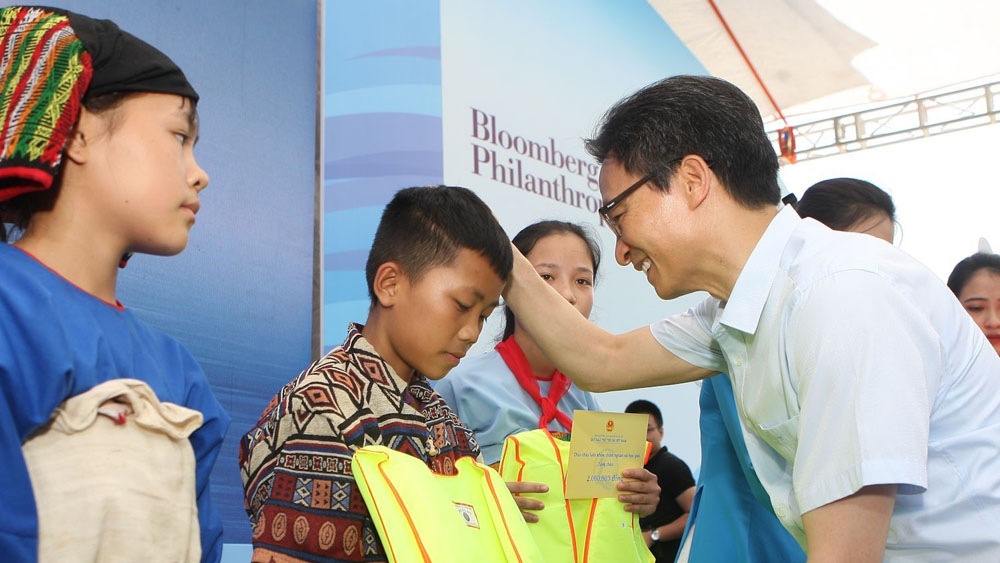 Phó Thủ tướng Vũ Đức Đam, Lễ phát động Tháng hành động vì trẻ em, Bộ Lao động-Thương binh và Xã hội, trẻ em nghèo, trẻ em dân tộc thiểu số