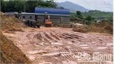 Lập biên bản vi phạm khai thác đất trái phép tại xã Tuấn Mậu (Sơn Động)