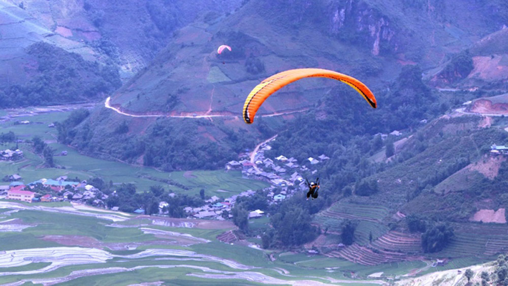 Paragliding festival, kicks off, Yen Bai province, Flying over rising water on terraced paddies, famous mountain,  stunning beauty