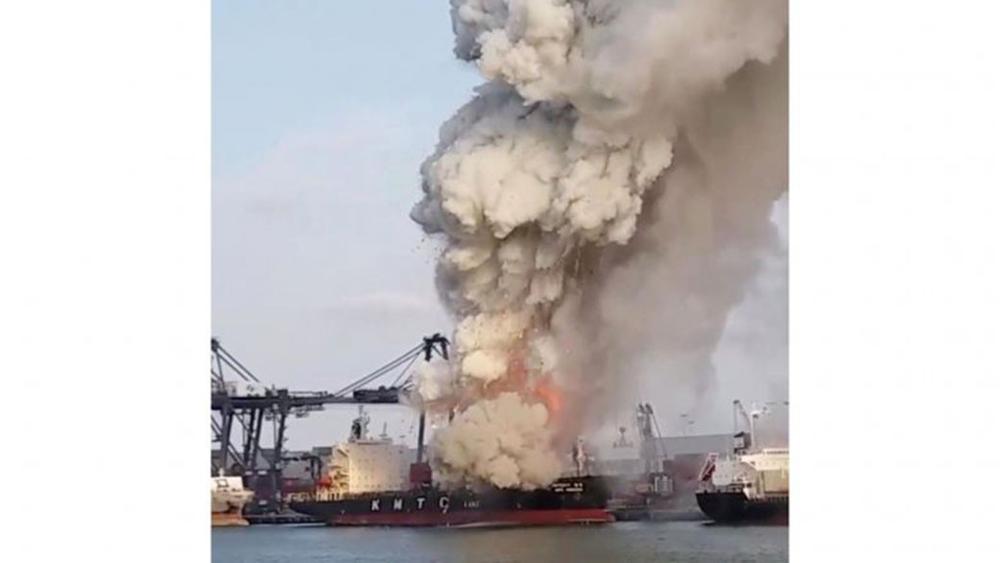 Thái Lan, cảng nước sâu. Cháy tàu chở hàng, 25 người bị thương