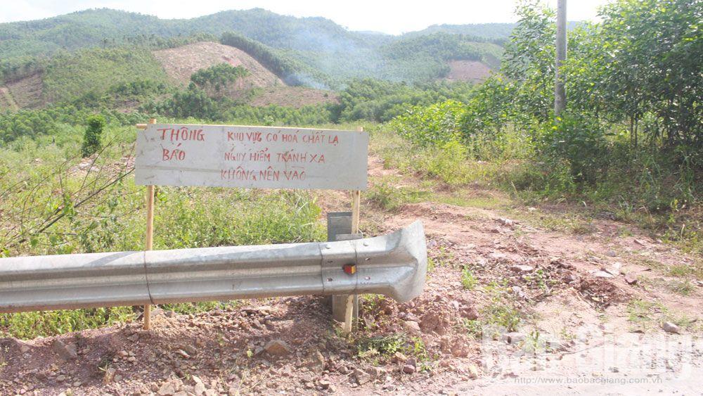 Thông báo vị trí bị đổ trộm chất thải của chính quyền địa phương.