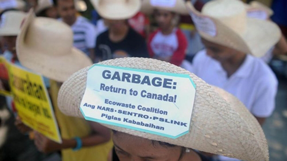 Philippines, cấm quan chức công du, Canada, căng thẳng rác thải