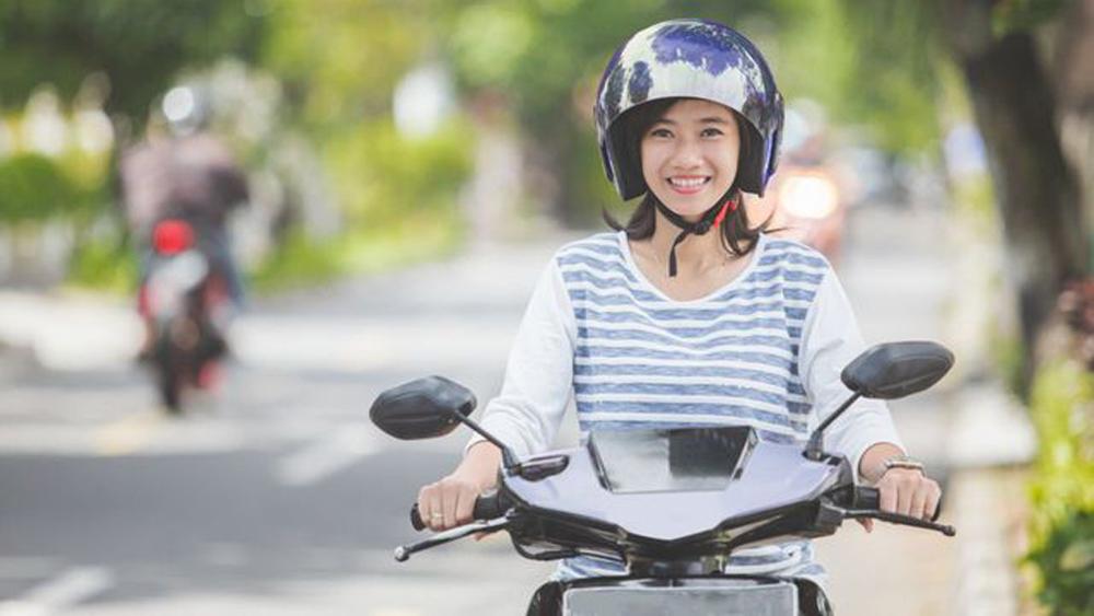 xe máy, di chuyển hàng ngày, chị em phụ nữ, bí quyết lái xe, tiết kiệm xăng