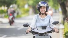 Cách đi xe máy tiết kiệm xăng và bền lâu phụ nữ cần biết