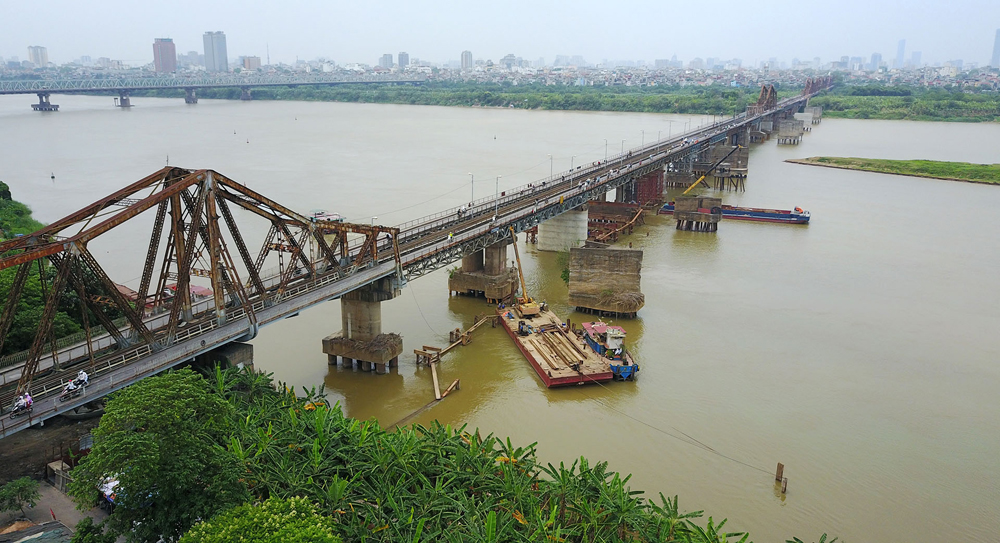 Vietnam, love affair, centuries-old bridges, oldest bridges, Mong Bridge, Ghenh Bridge, Pagoda Bridge, Truong Tien Bridge, Long Bien Bridge