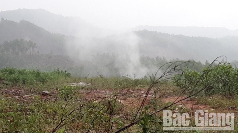 đổ trộm hóa chất tại Lục Nam, Lục Nam, hóa chất bốc khói khi mưa xuống