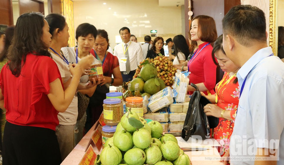 Bac Giang province, lychee consumption, China, labeling and customs clearance, origin-tracing stamps, planting area codes, Chinese market, packaging establishment codes