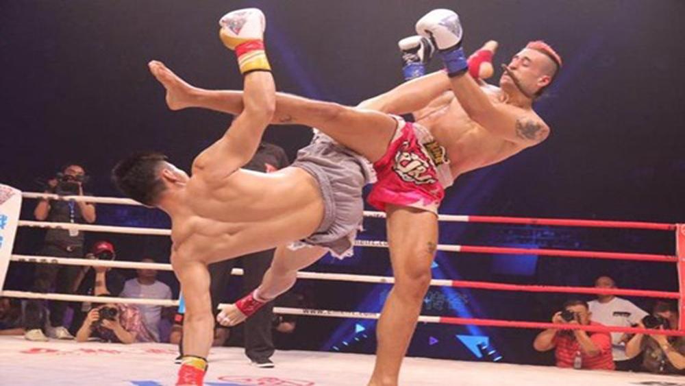 Cao thủ Thái Cực tái hiện cú đá tuyệt kỹ trước võ sĩ Muay Thái