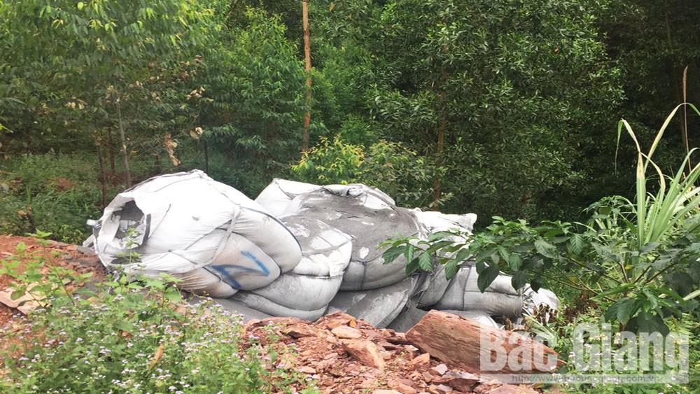 Thêm vụ đổ trộm hóa chất, khu vực giáp huyện Lục Nam, Lục Sơn,  xã Trường Sơn, hóa chất độc hại