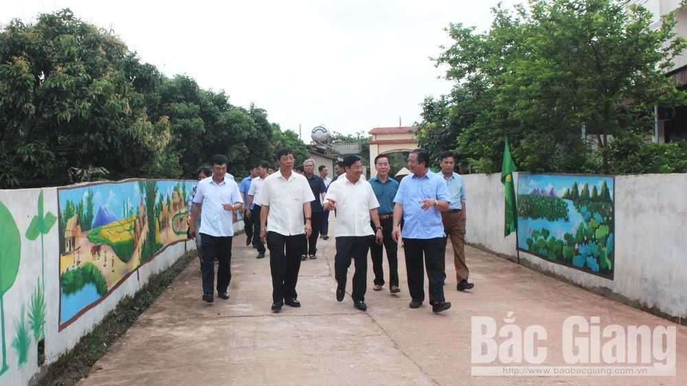 Bí thư Tỉnh ủy Bùi Văn Hải khảo sát thực tế tại thôn Ngọt, xã Hồng Giang (Lục Ngạn).