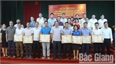 Khen thưởng giáo viên và học sinh đạt thành tích xuất sắc