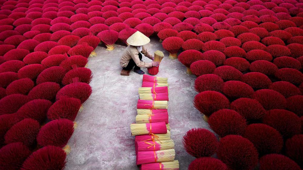 Photos of Vietnam, world's best travel photos, CNN, Vietnam's beauty, Bodhisattva Kuan Yin, Linh Ung pagoda,  incense sticks