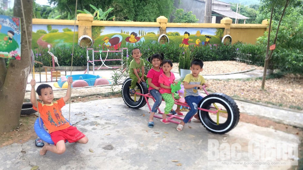 Bac Giang province, waste materials, tool and toy, skilful hands, rich imagination, children playground, Youth Union, creative thinking, active spirit