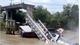 Cầu ở Đồng Tháp bị sập, xe tải rơi xuống kênh