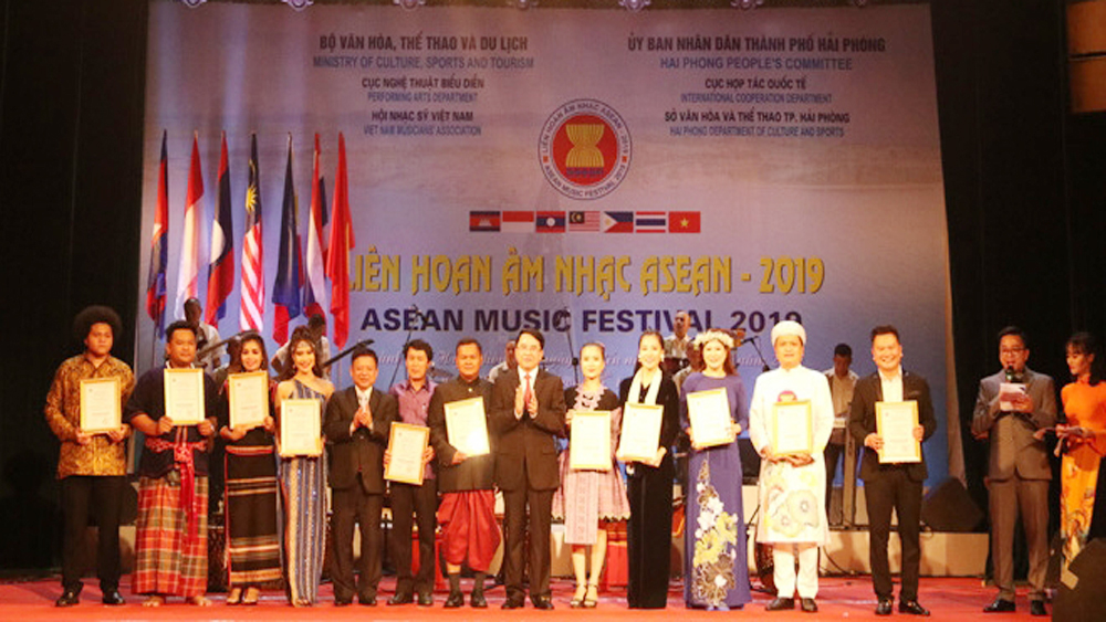 Gold medals, ASEAN Music Festival 2019, outstanding performances, silver medals, Hai Phong province, week-long festival