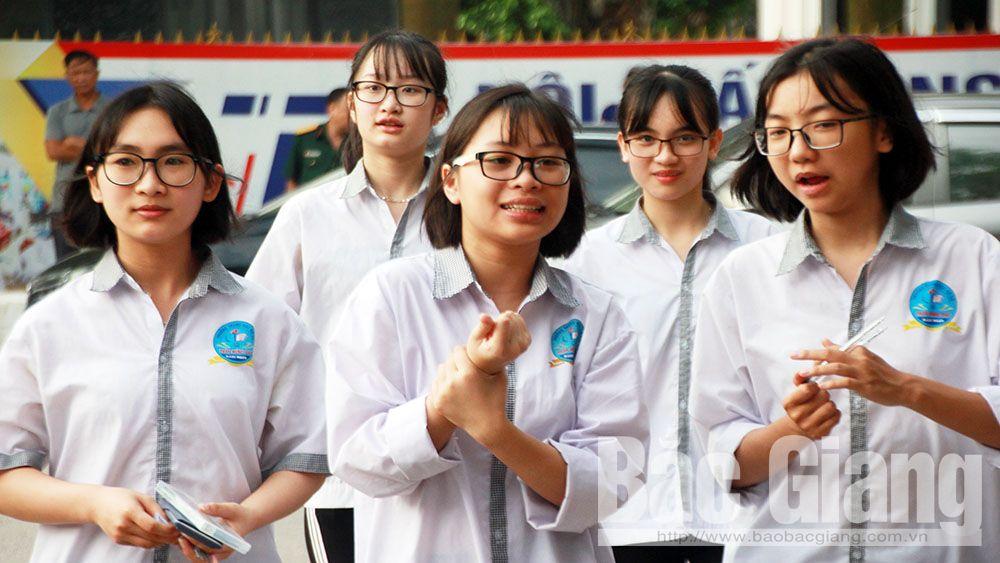 Gần một nghìn thí sinh tham gia kỳ thi tuyển sinh lớp 10 THPT Chuyên Bắc Giang