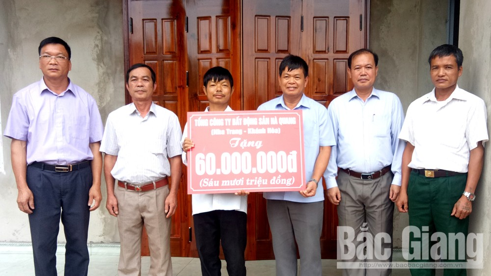 Ban Dân tộc tỉnh Bắc Giang, Trao tiền xây nhà ở, Hỗ trợ gia đình đặc biệt khó khăn