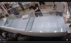 Tên cướp bị bắt ngay tại cửa khi giật ba khay đựng 250 nhẫn vàng