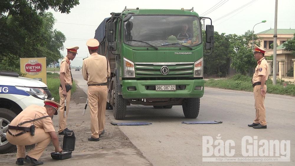 Công an huyện Yên Dũng xử lý 270 phương tiện chở quá khổ, quá tải, cơi nới thành thùng
