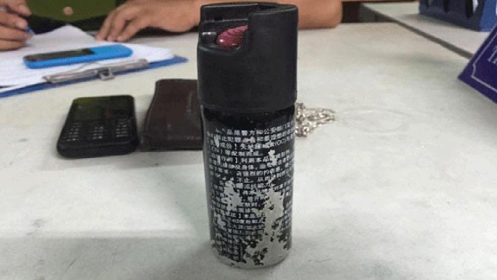 Công an tỉnh Bắc Giang bắt đối tượng tàng trữ trái phép nhiều bình xịt hơi cay