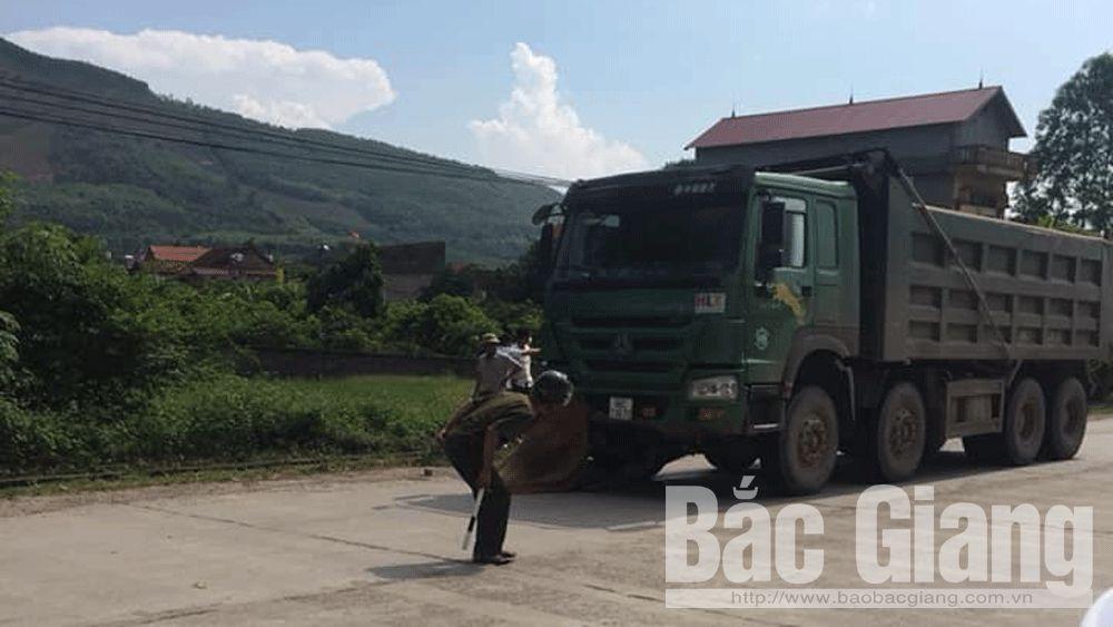 Bắc Giang: Xe tải lấn đường mô tô, một người tử vong