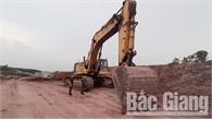 Công an huyện Lạng Giang tạm giữ nhiều phương tiện khai thác đất trái phép