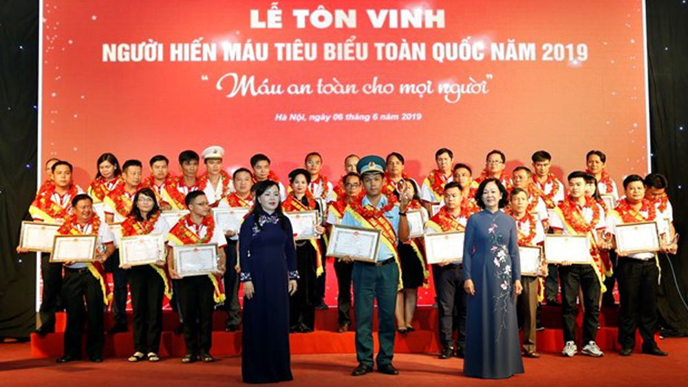 100 outstanding blood donors honoured