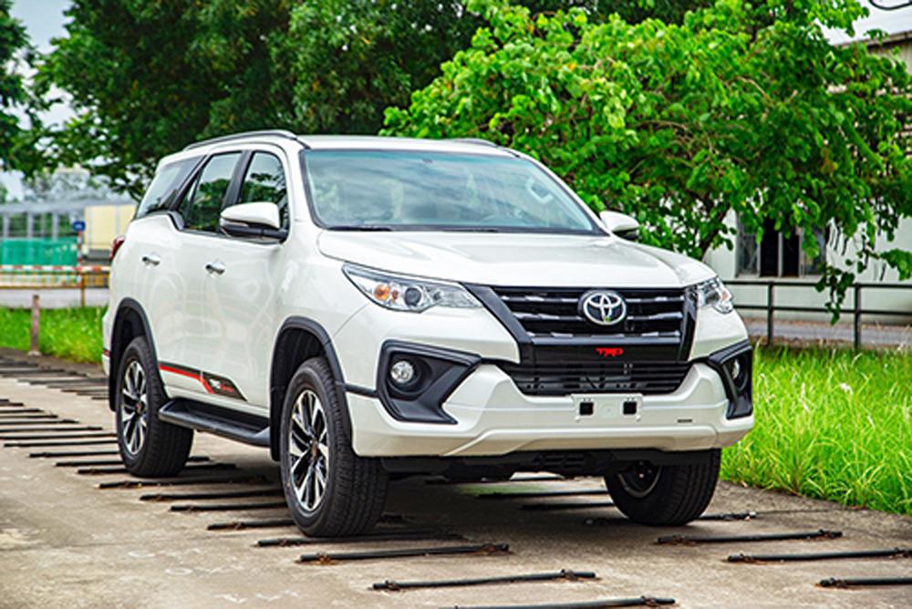 Toyota Fortuner, Toyota Hyundai, Santa Fe, Ford Everest, SUV, xe 7 chỗ, xe lắp ráp, xe nhập khẩu