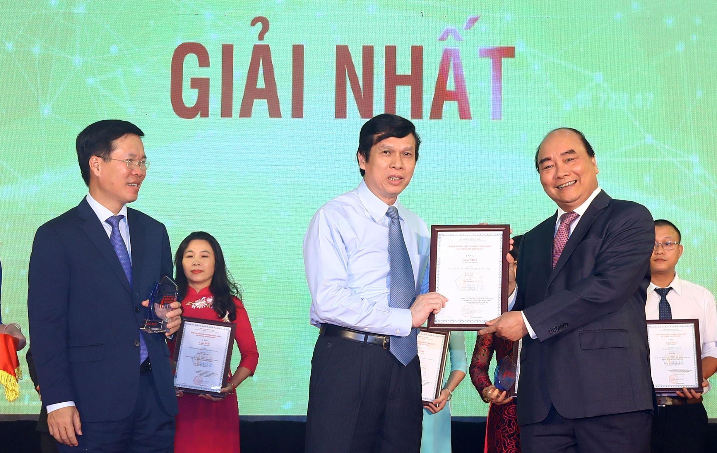 Thủ tướng Chính phủ, công tác thông tin đối ngoại, sức mạnh tổng hợp, nâng cao uy tín, vị thế Việt Nam, trường quốc tế