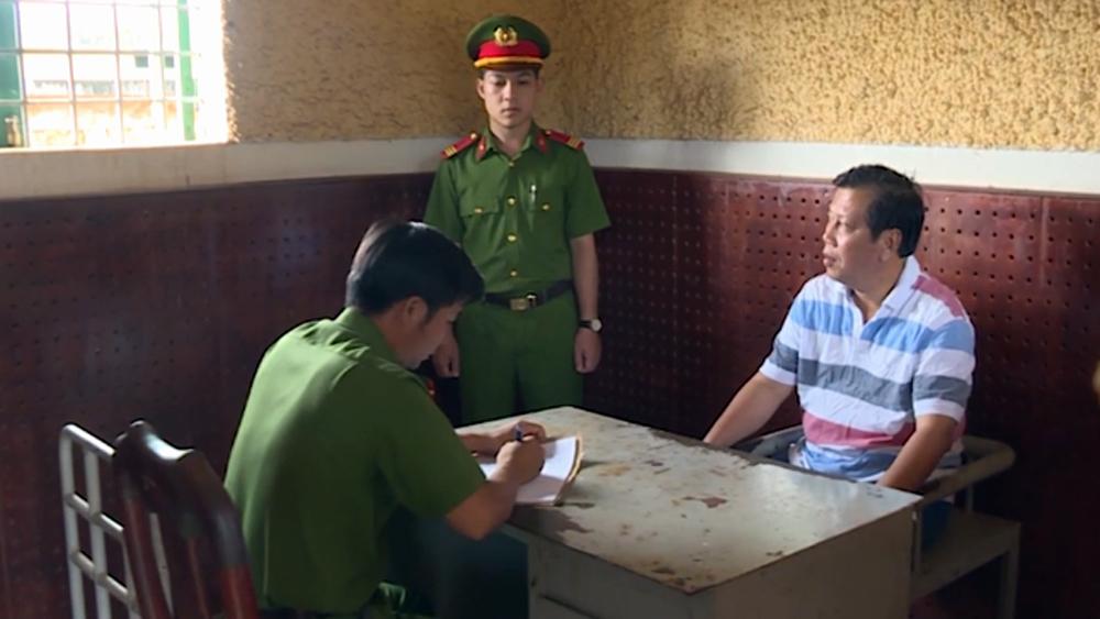 Đại gia Trịnh Sướng khai công thức pha trộn xăng giả