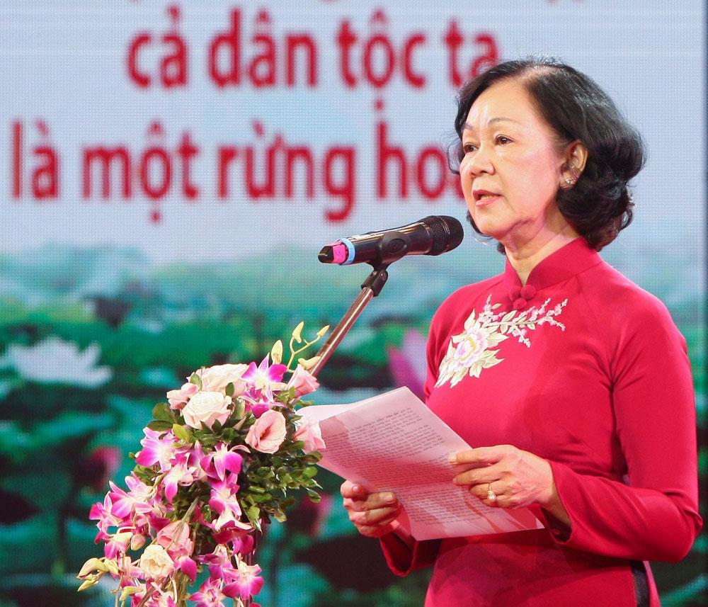 """Trưởng ban Dân vận Trung ương Trương Thị Mai, Lễ trao giải Cuộc thi viết, """"Những tấm gương bình dị mà cao quý"""""""