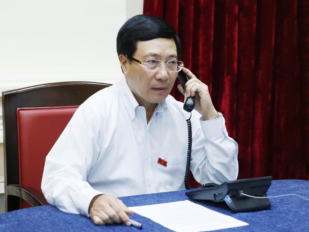 Phó Thủ tướng, Bộ trưởng Ngoại giao Phạm Bình Minh, điện đàm, Bộ trưởng Ngoại giao Singapore