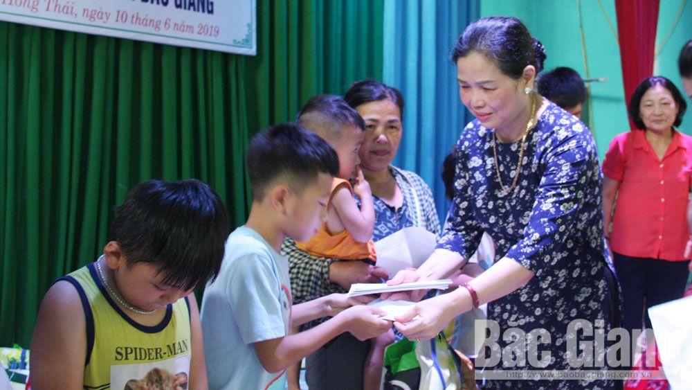 Việt yên, trẻ khuyết tật, tặng quà, hoàn cảnh khó khăn, hội bảo vệ quyền trẻ em tỉnh