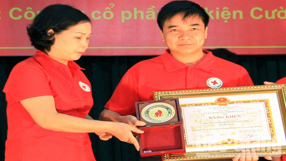 Bac Giang's man honored among national outstanding blood donors