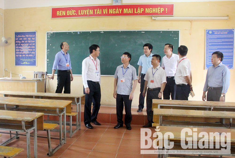 Đoàn kiểm tra cơ sở vật chất tại Trường THPT Ngô Sĩ Liên (TP Bắc Giang).