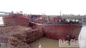 Hiệp Hòa bắt giữ hai tàu hút cái trái phép trên sông Cầu