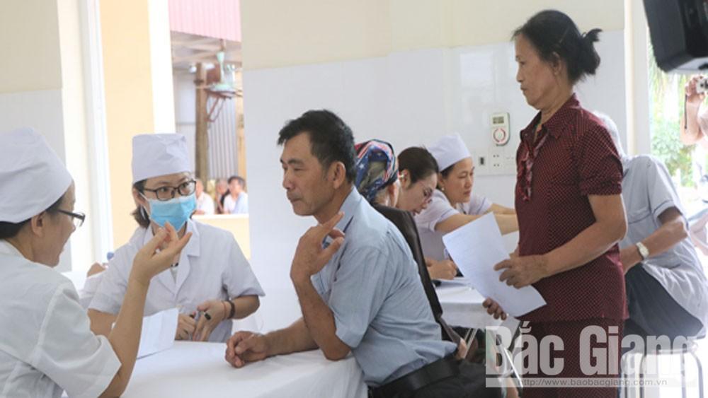 Hội Chữ thập đỏ TP, phối hợp khám, chữa bệnh nhân đạo