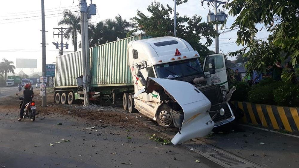 Vụ tai nạn giữa xe container, xe 4 chỗ, số người tử vong, tài xế Trần Đình Trung