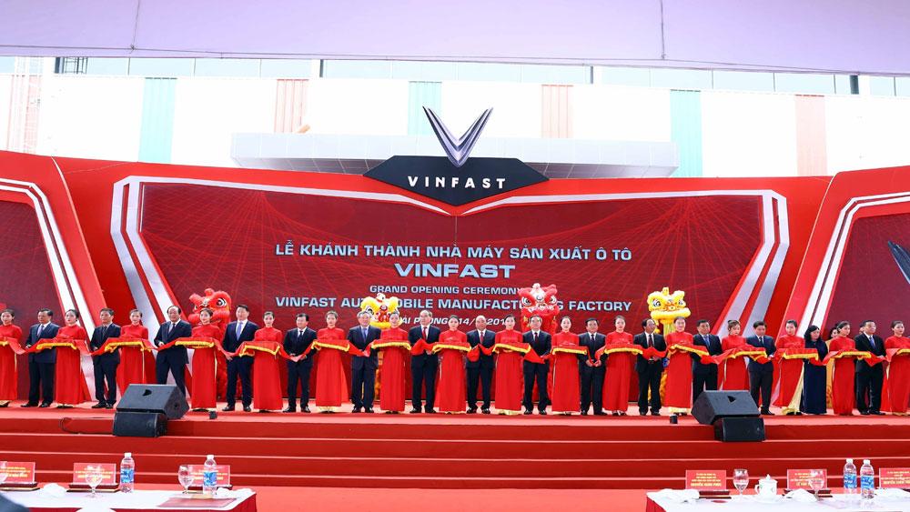 Thủ tướng Nguyễn Xuân Phúc, VinFast, chủ động liên kết, hợp tác, các nhà sản xuất ô tô Việt Nam, Nhà máy ô tô VinFast