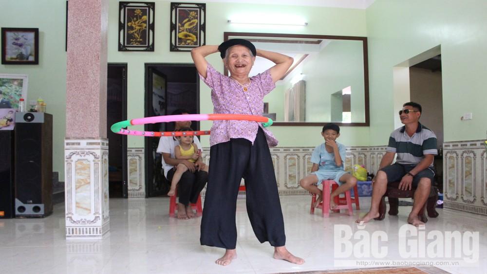 Cụ Thảo,  86 tuổi, lắc vòng, thôn Sa Long, Đức Thắng, Hiệp Hòa, Bắc Giang, rèn luyện, thể dục, thể thao,