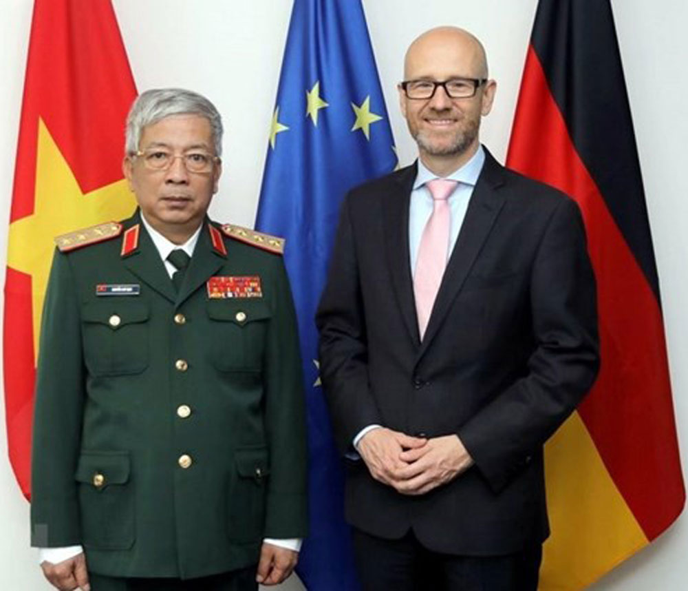 Vietnam, Germany, defence ties, high-ranking military delegation,  global and regional issues, understanding and cooperation, international peacekeeping centre