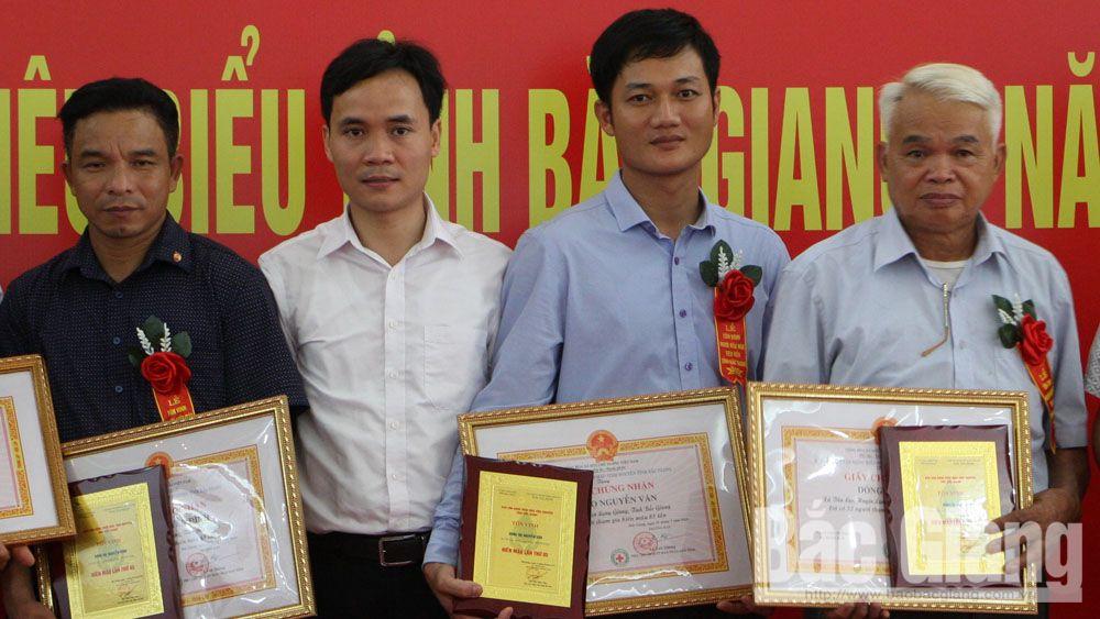 Nguyen Van family donate blood 88 times