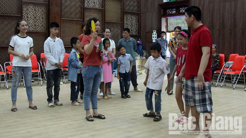 Lớp học, xã hội, trẻ khuyết tật. bệnh viện phục hồi chức năng tỉnh