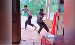 Bố vợ và con rể luyện võ công sau chầu nhậu