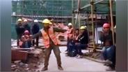 Chàng công nhân xây dựng trổ tài nhảy điêu luyện