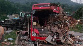 Thông tin mới nhất về vụ tai nạn giao thông nghiêm trọng ở Hoà Bình